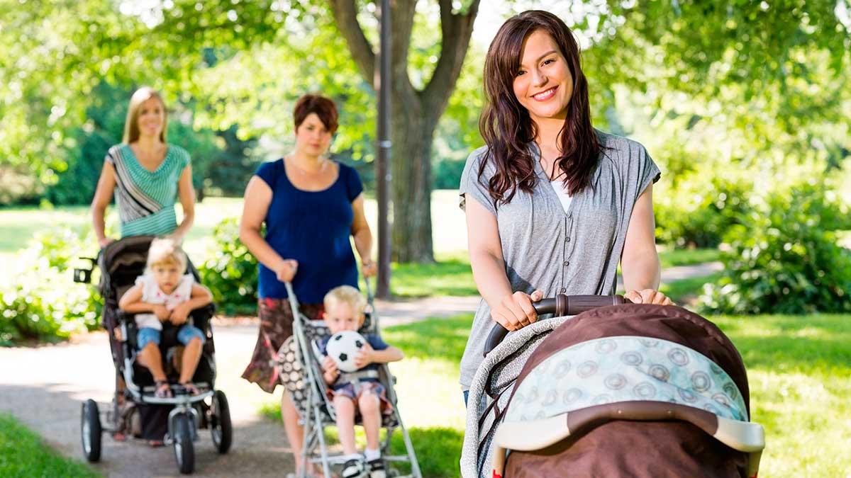женщины с колясками