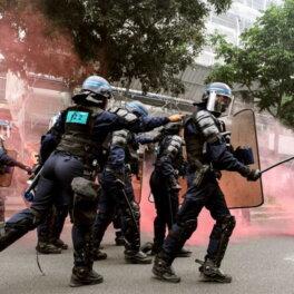 На акции протеста против введения COVID-паспортов во Франции вышли более 200 тысяч человек