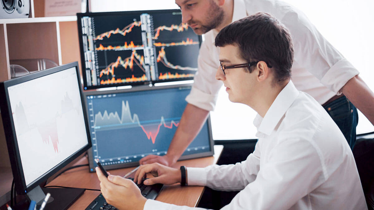 Брокеры смотрят как растут акции