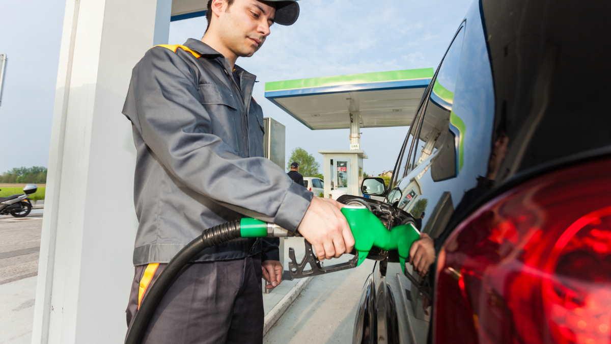 Заправка бензин топливо