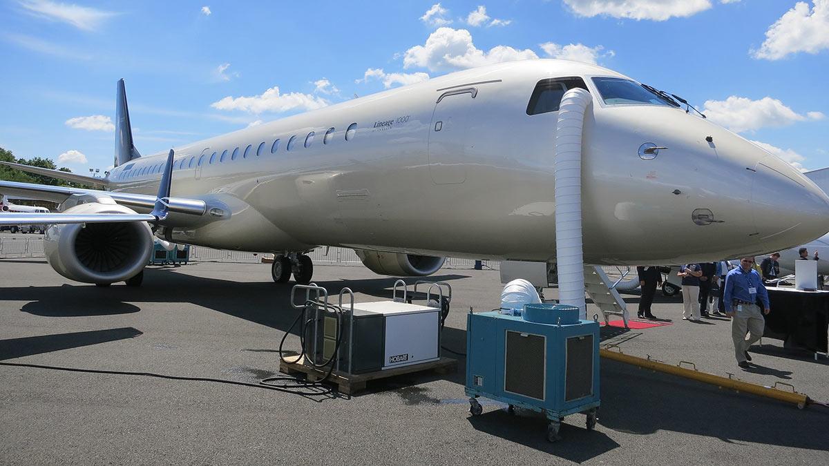 самолет Embraer Lineage 1000