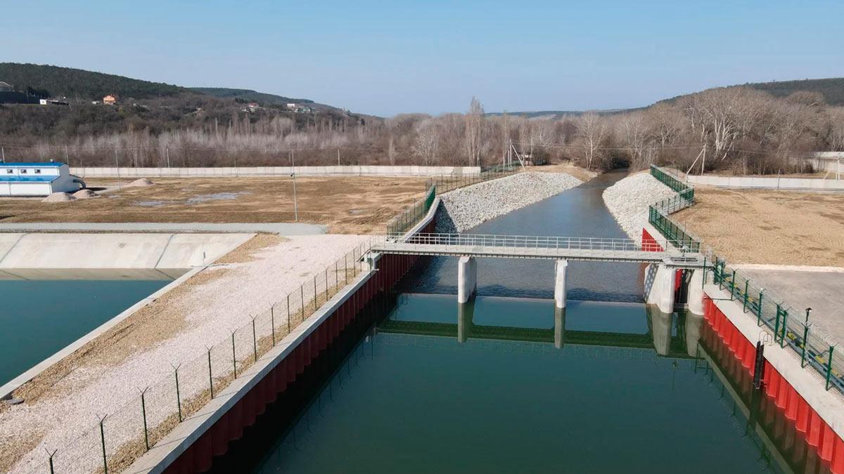 Плотина переливного типа водозабора на реке Бельбек