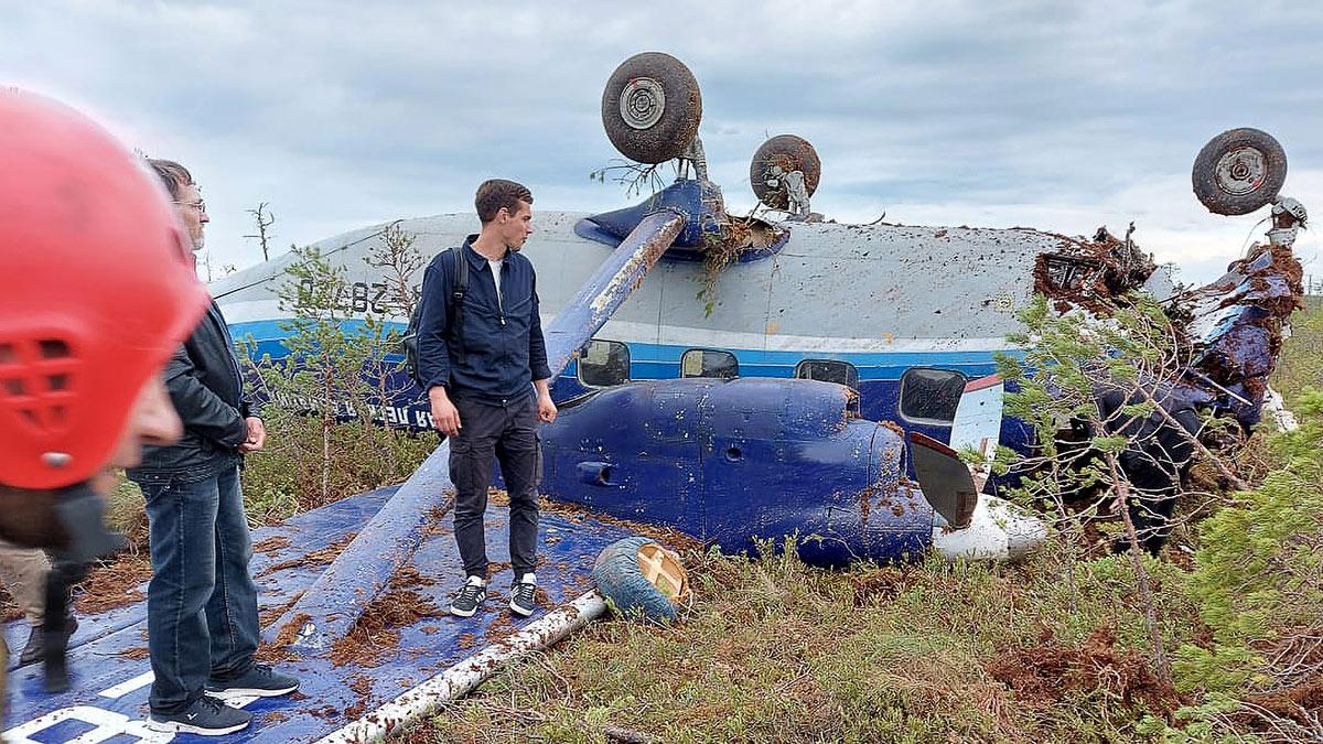 Пассажирский самолет Ан-28 совершивший жесткую посадку в Томской области