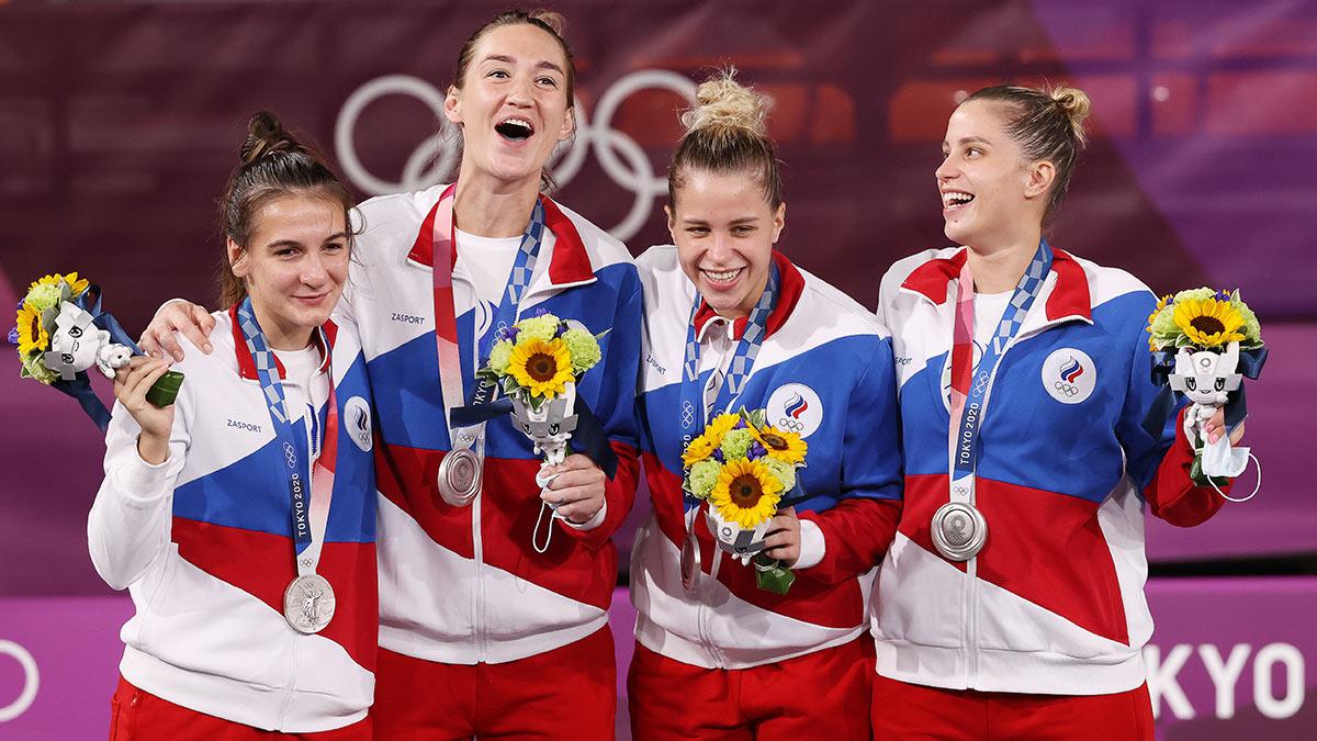 Спортсменки сборной России на церемонии награждения