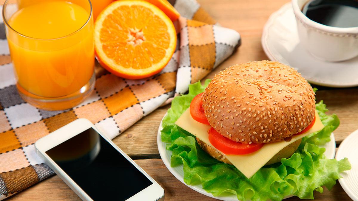 апельсиновый сок бутерброд