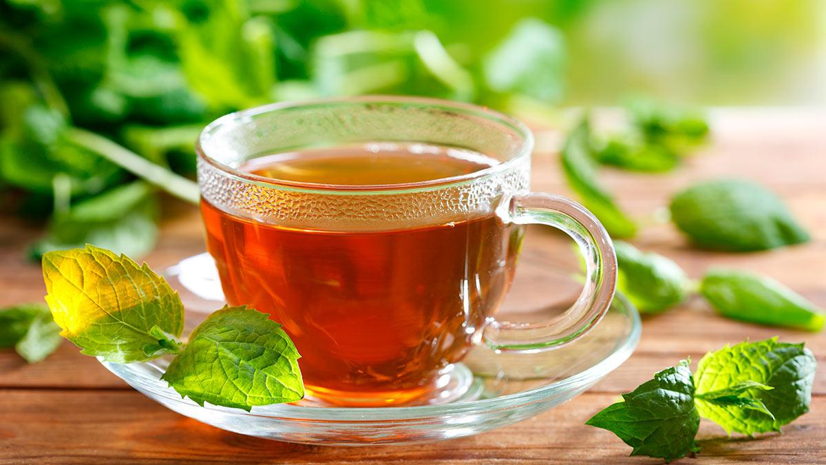 чай чашка на столе горячий