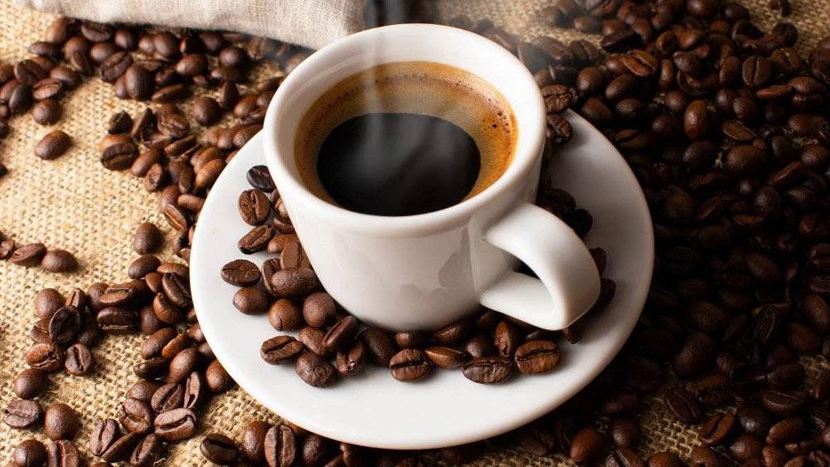 черный горячий кофе