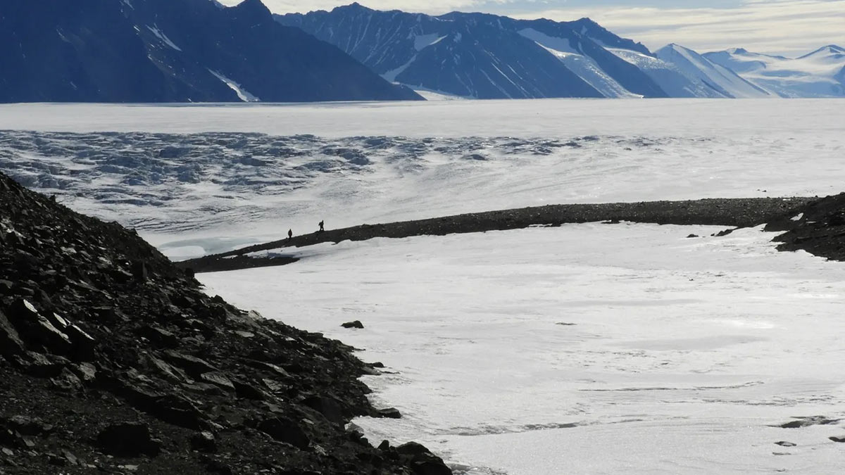 Антарктическая пустыня в районе ледника Шеклтона