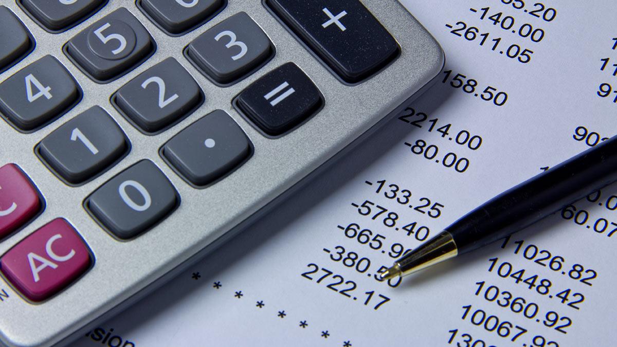 калькулятор ручка бумаги цифры суммы