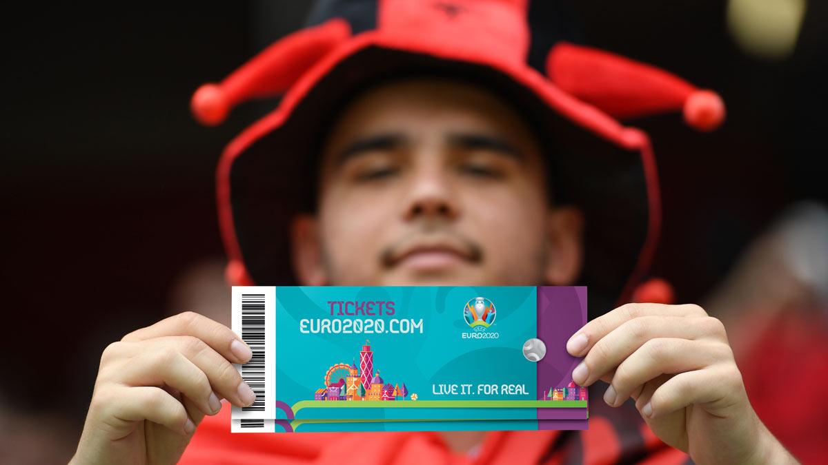 мужчина фанат билет