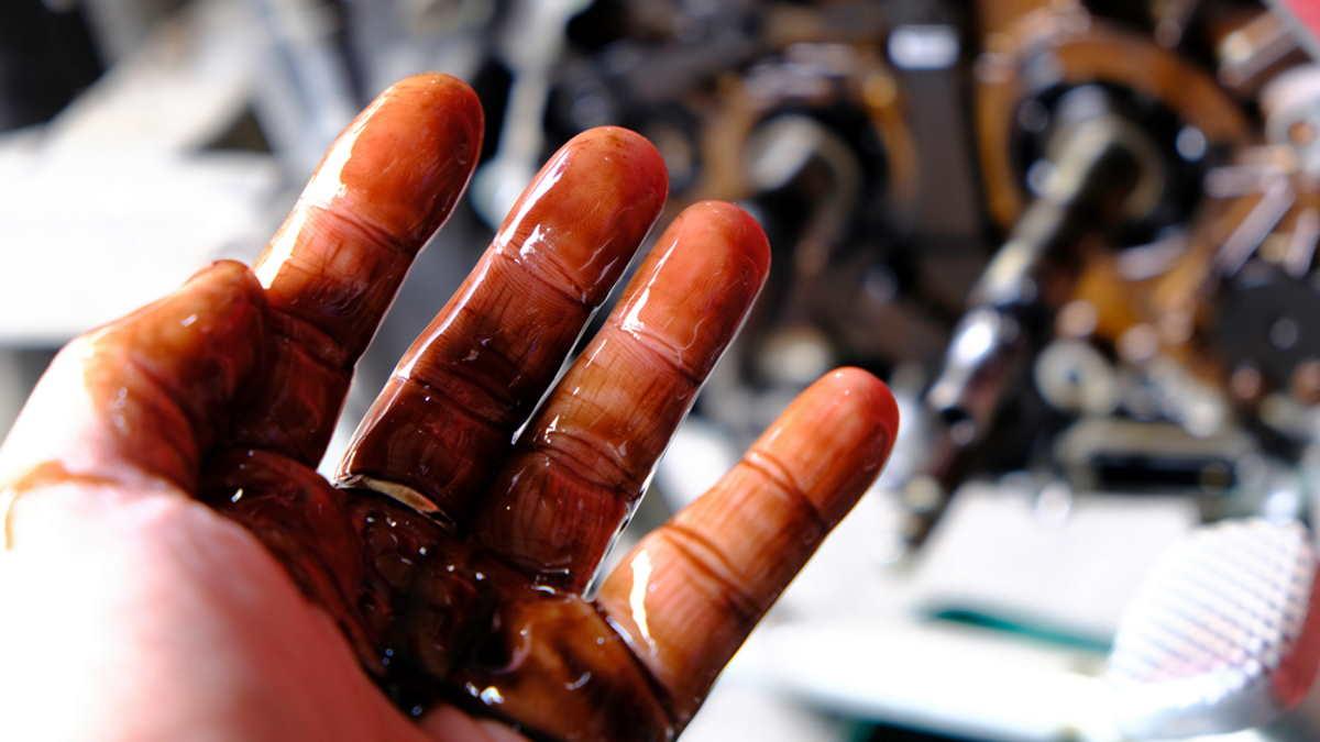 Автомобиль двигатель масло