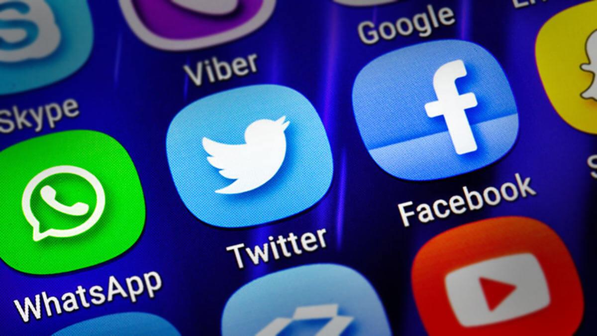 социальные сети на экране