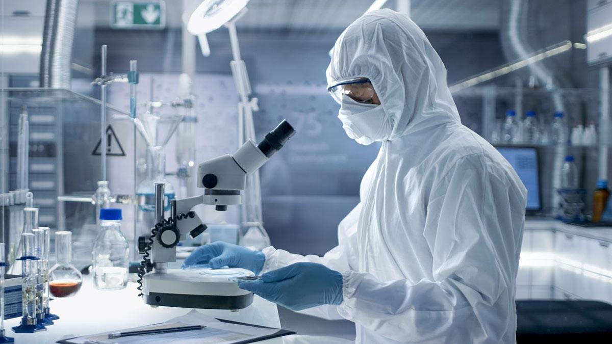 ученый коронавирус лаборатория
