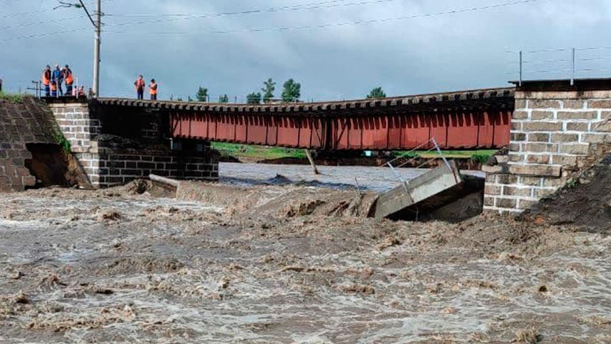 обрушился железнодорожный мост