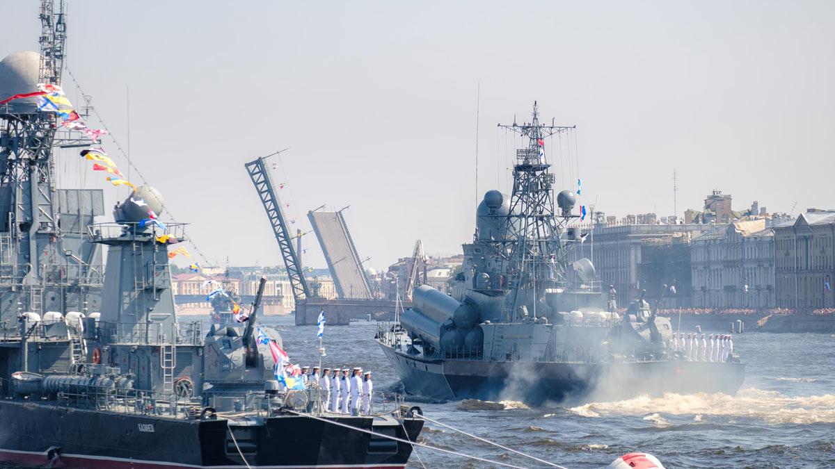 военно-морской парад в Петербурге