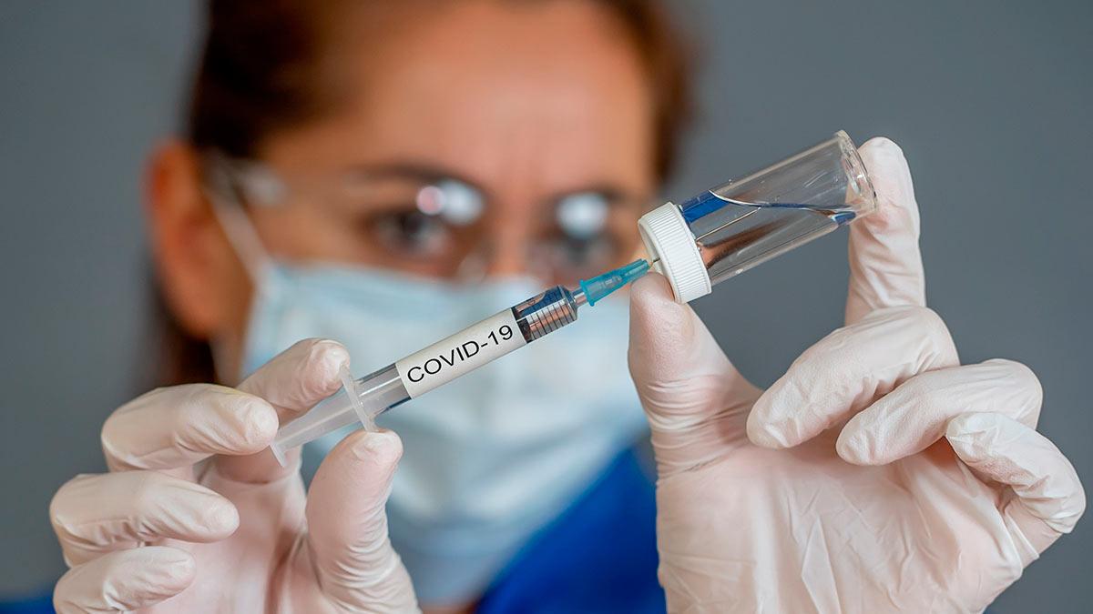 женщина вакцина