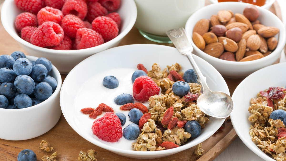 йогурт орехи ягоды
