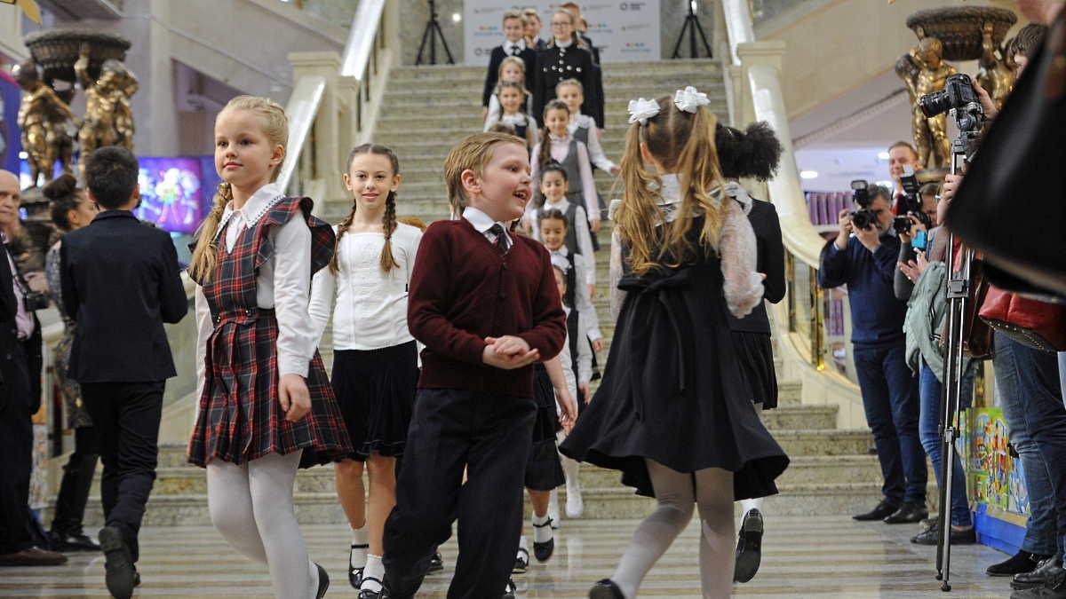 Школьники школьная форма