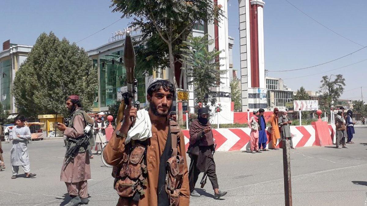 Мужчина с оружием Афганистан