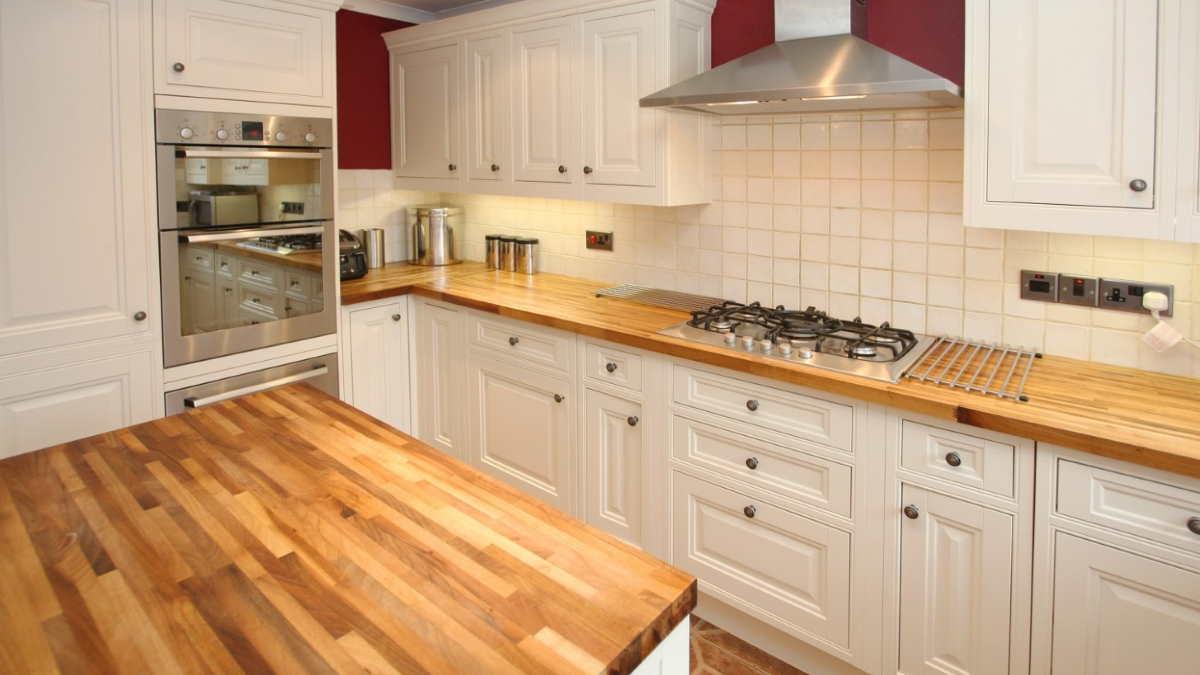 кухня деревянная столешница