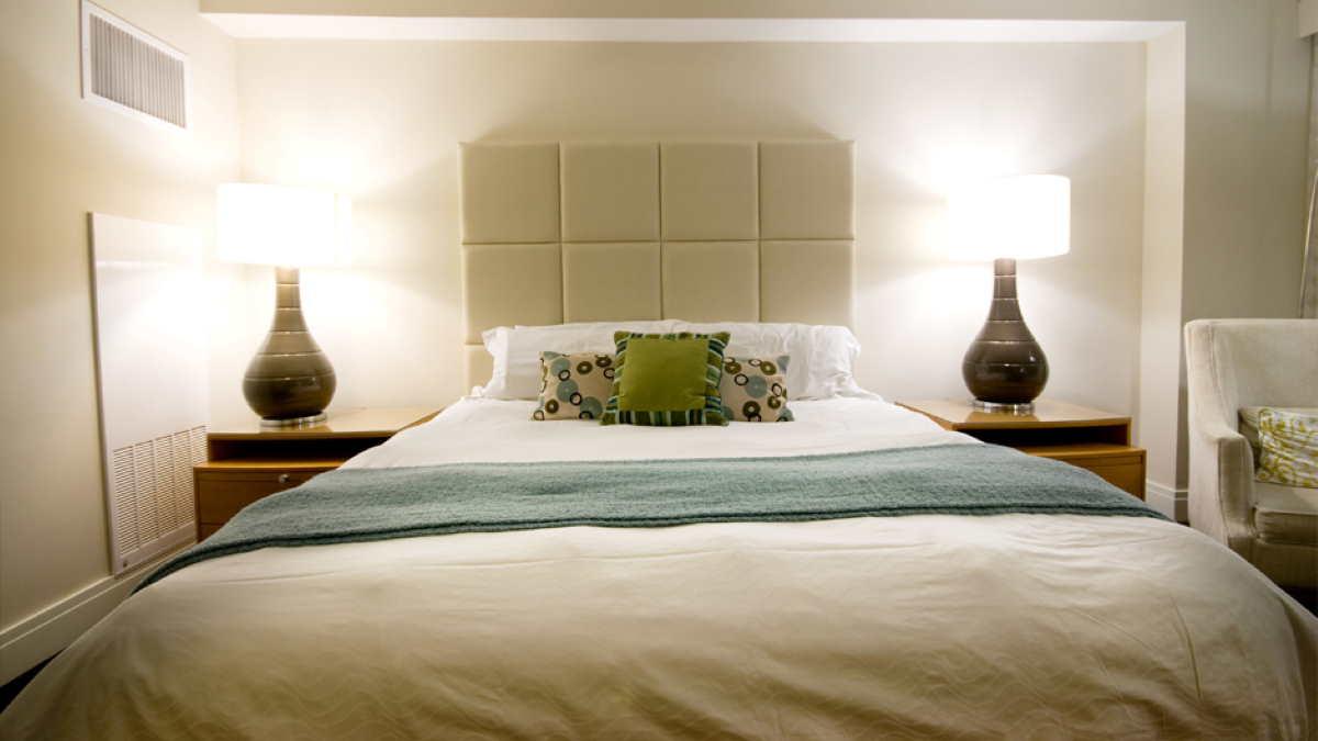 кровать спальня