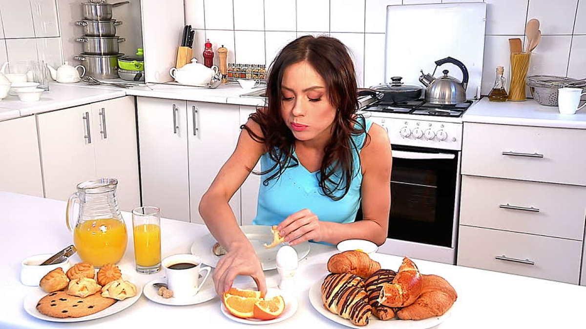 девушка завтрак