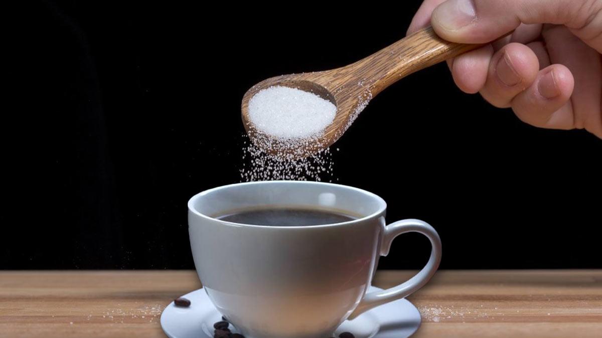 Добавление соли в кофе