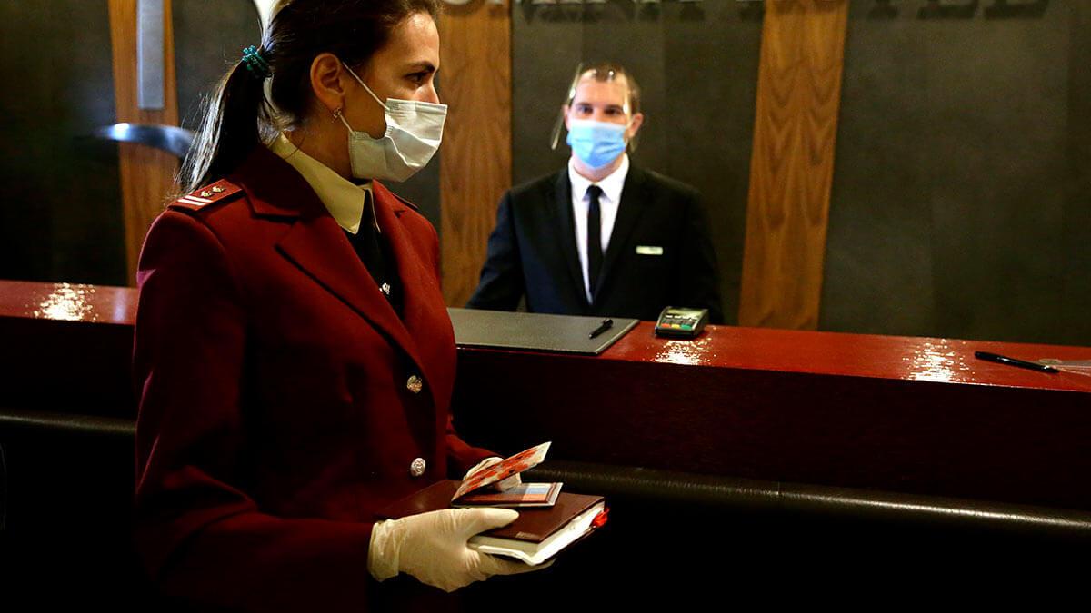 отель ресепшн коронавирус