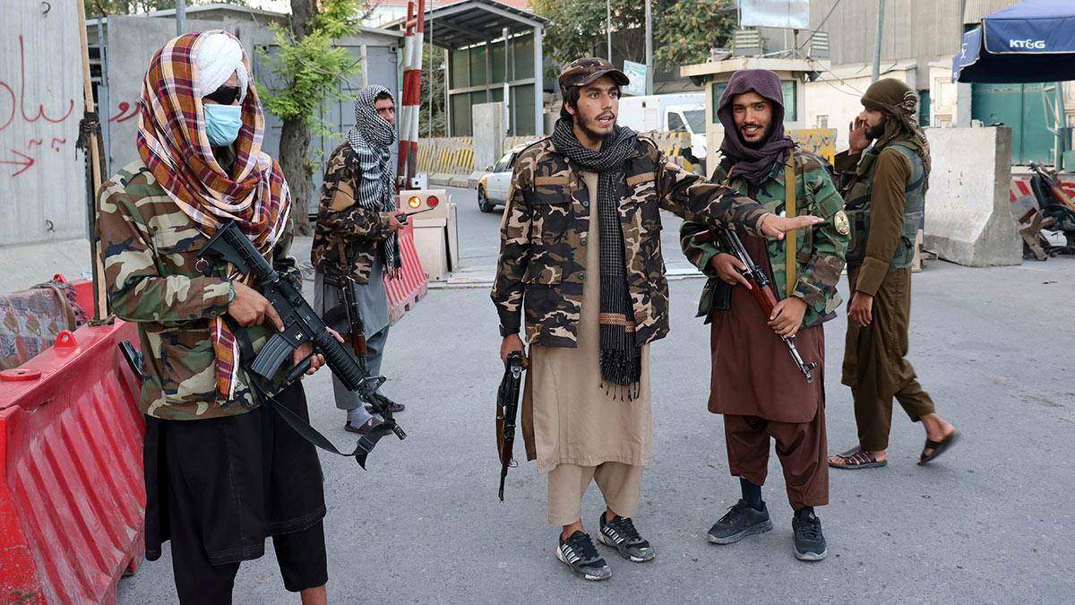 талибы с оружием