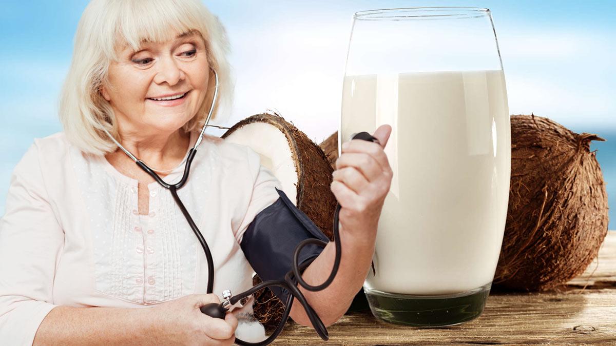 женщина измеряет давление кокосовая вода