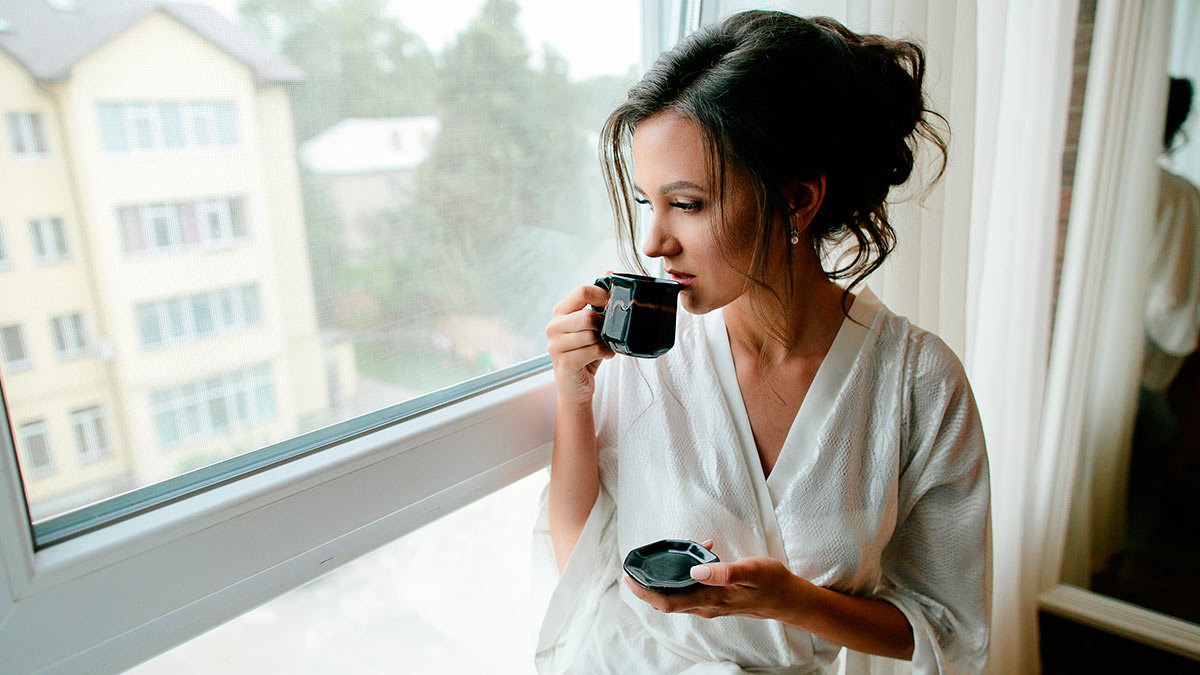 девушка утро халат кофе