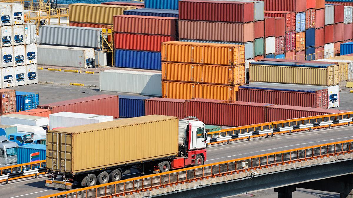 грузовик порт контейнеры