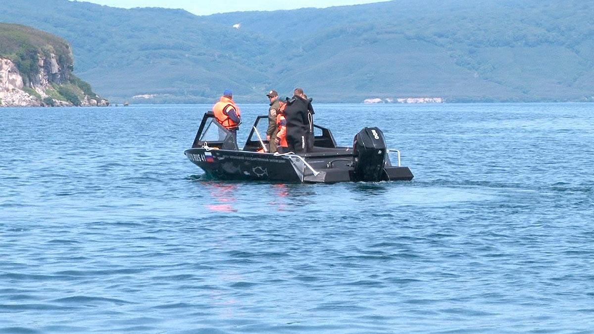 спасатели вода лодка