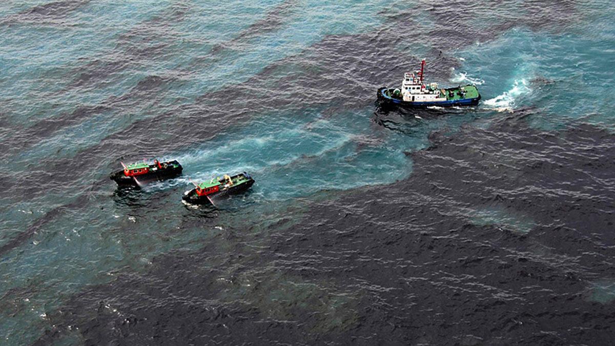 разлив нефти море