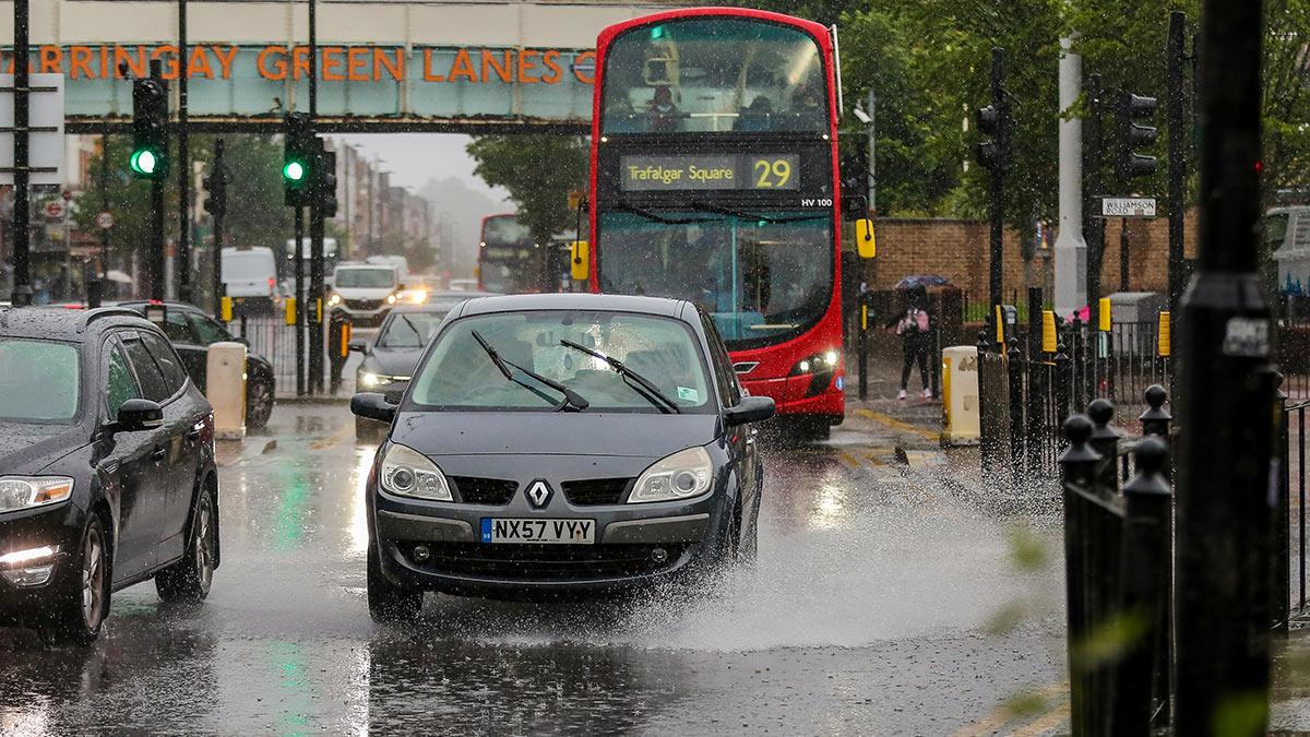 Потоп на улицах Лондона