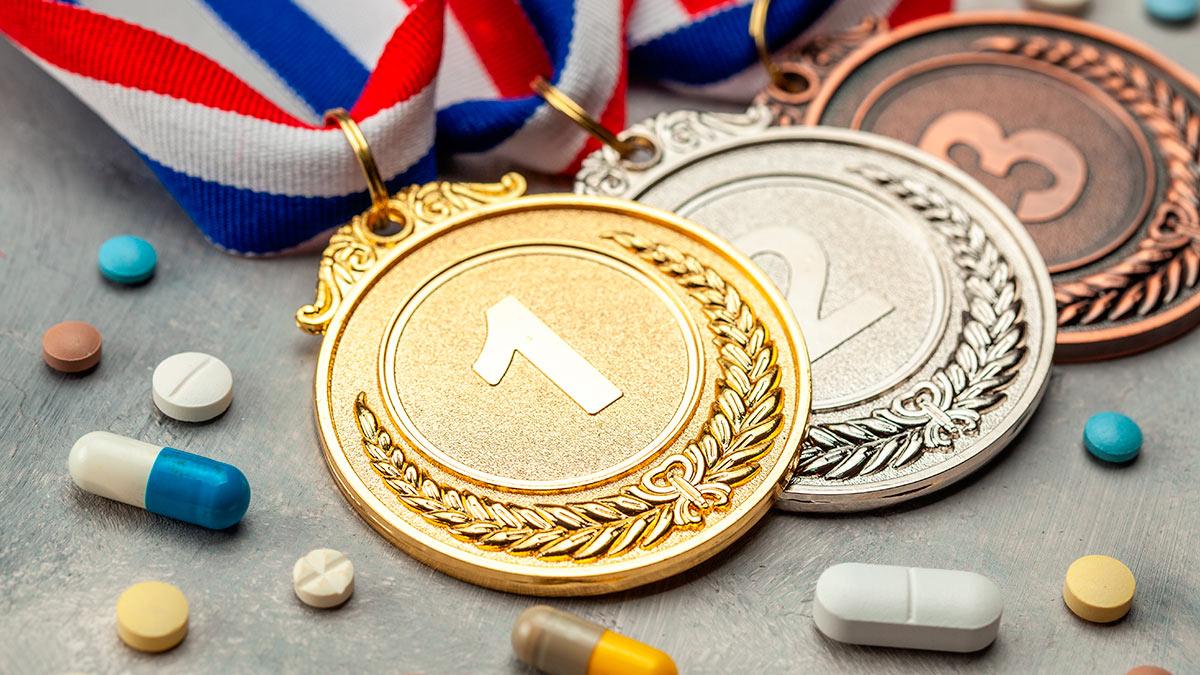 медали таблетки на столе