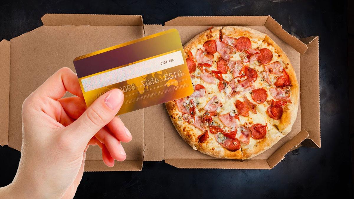 пицца и банковская карта