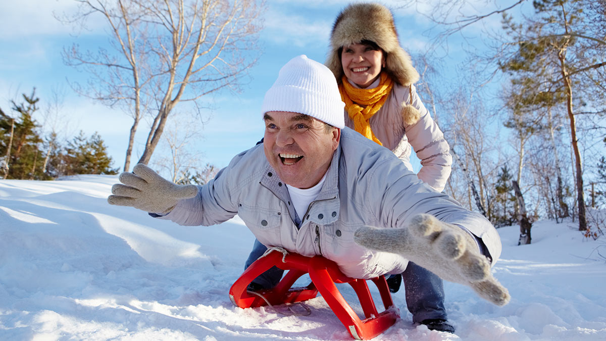 снег пожилые люди
