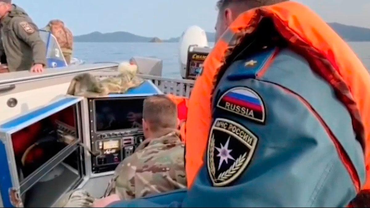 спасатели обломки вертолета