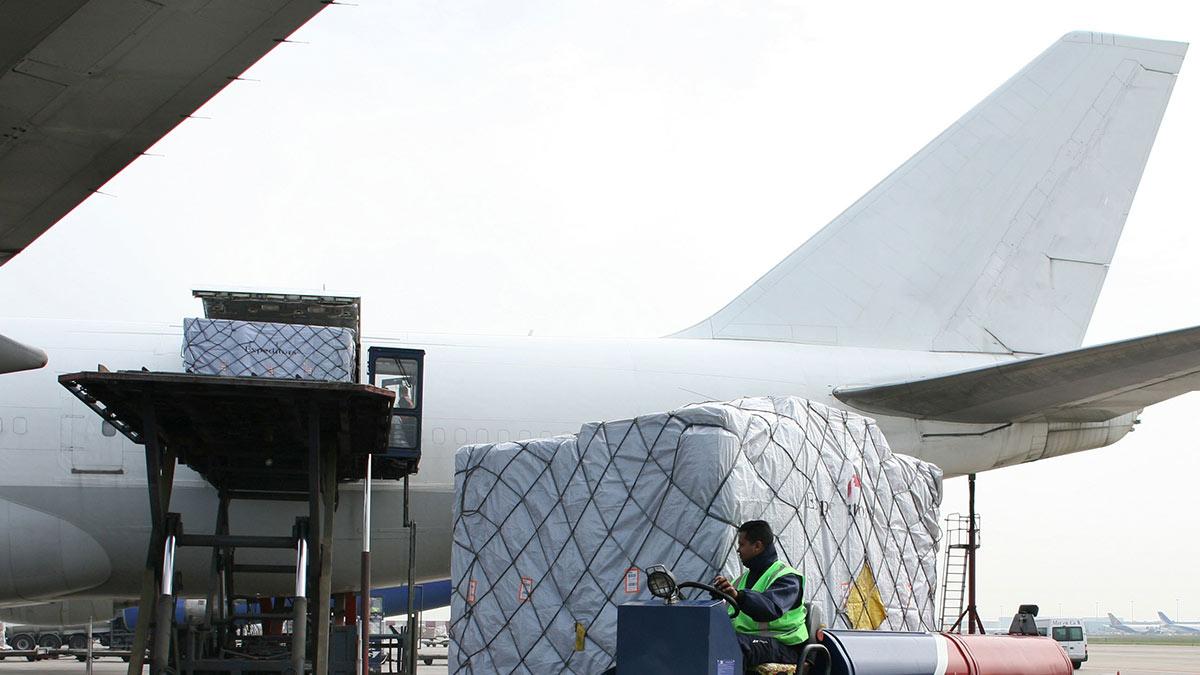 грузовой самолет
