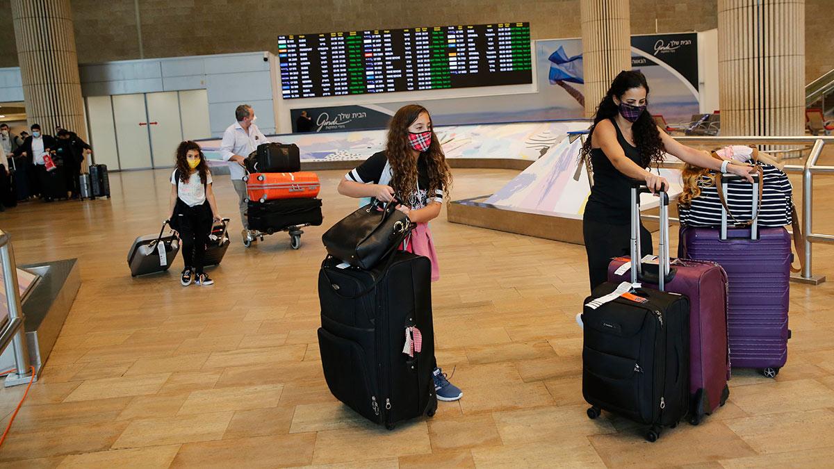 пассажиры в аэропорту Тель-Авива