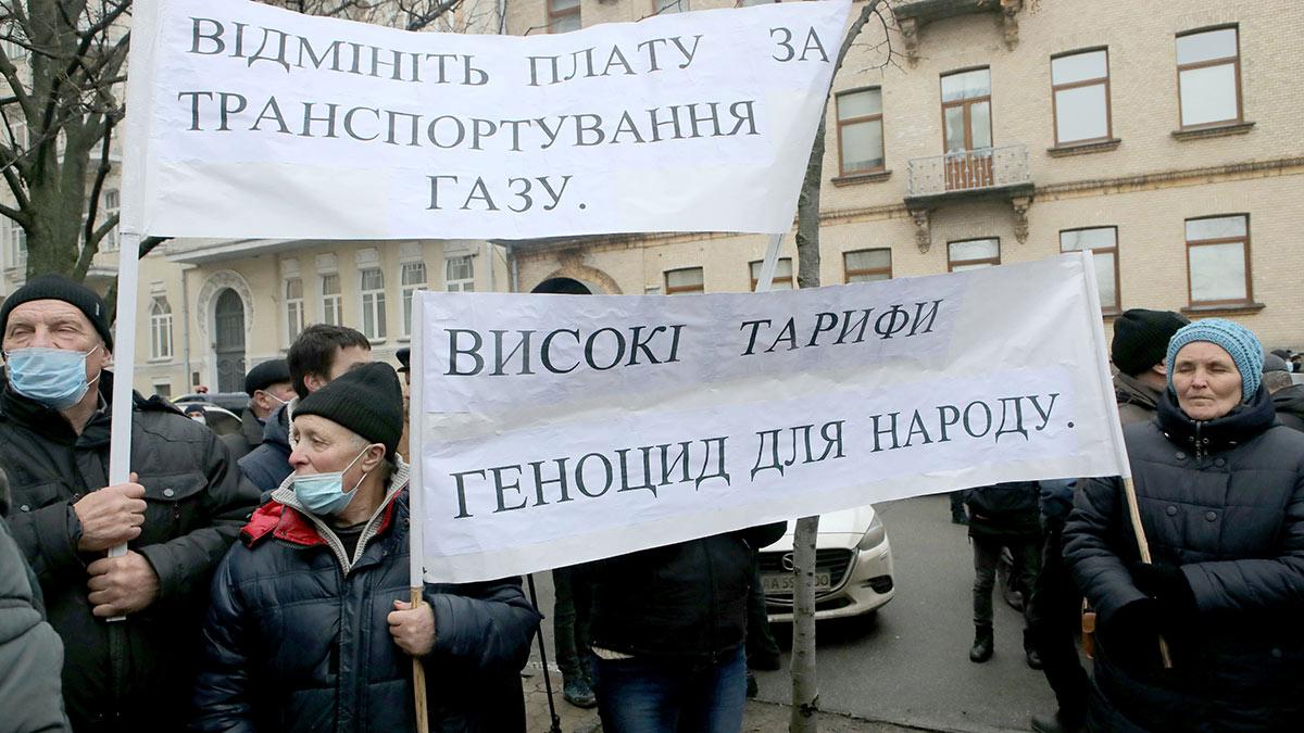Участники акции против повышения тарифов на газ и электроэнергию