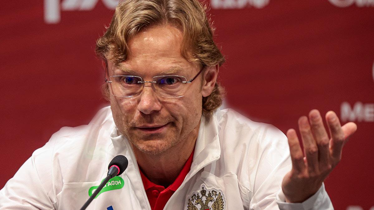 Главный тренер сборной России по футболу Валерий Карпин