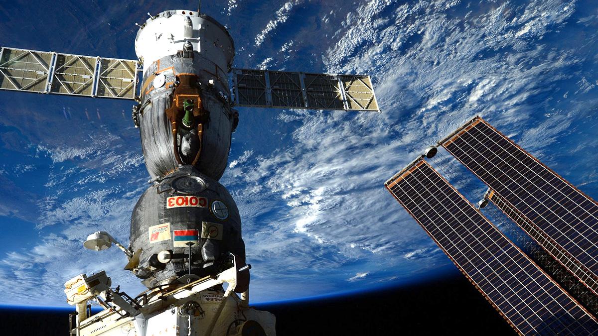 МКС и корабль Союз-18