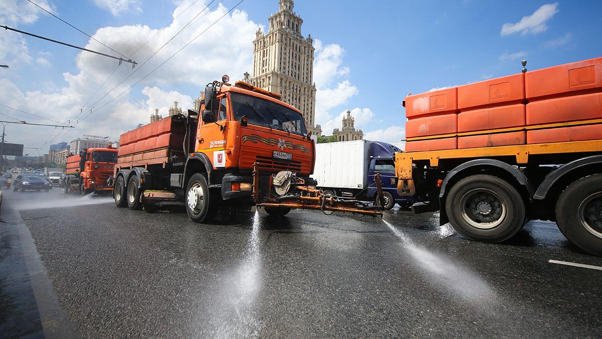 Промывка дорог в центре Москвы
