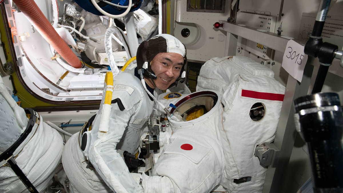 Астронавт Акихико Хосидэ