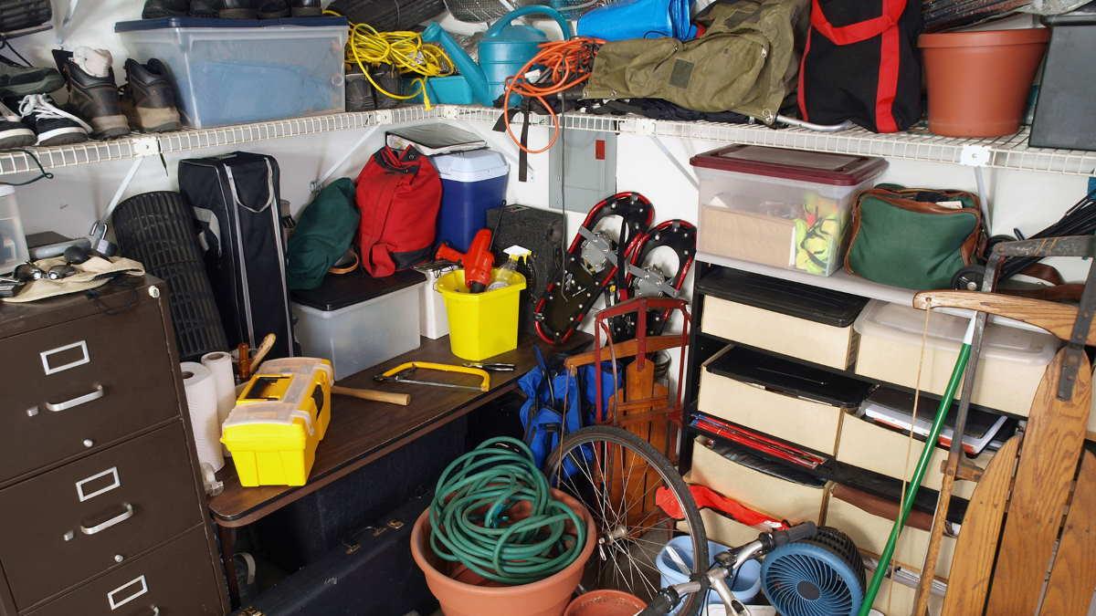 вещи в гараже