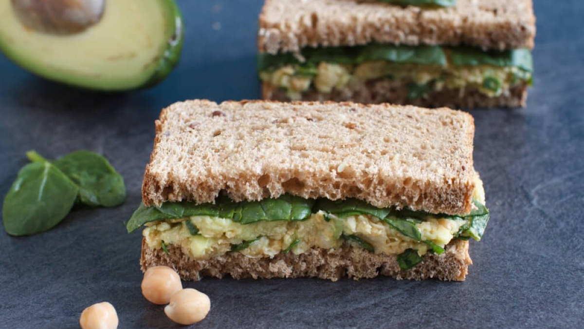 Сэндвичи с нутом и авокадо