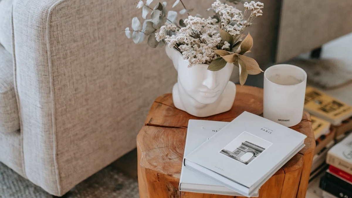 интерьер ваза столик