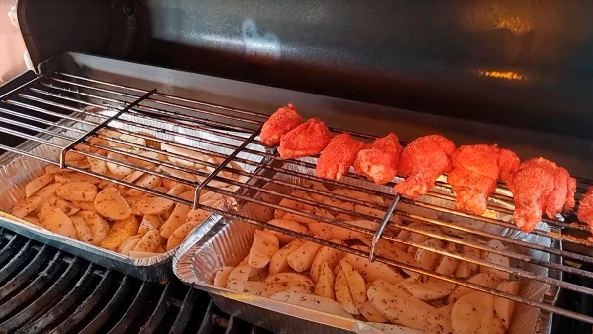 Куриные крылья с жареной картошкой